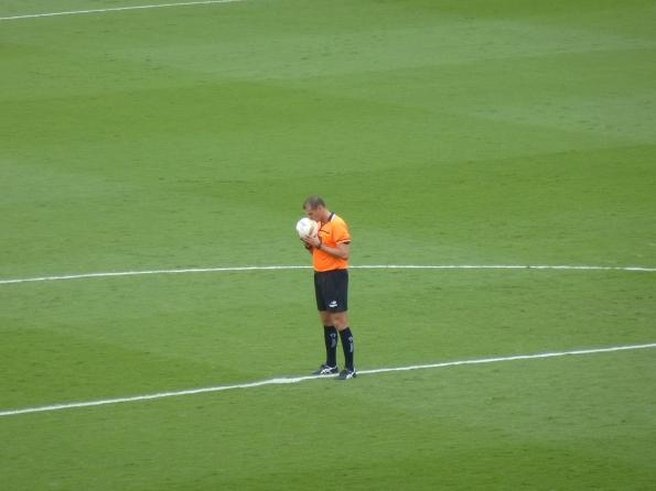 árbitro rezando